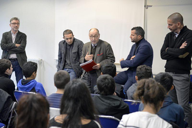 Discution sur la la•citŽ au College Aragon avec Xavier Driencourt (au centre) ancien ambassasdeur de France en AlgŽrie, avec Karim Bouhassoun et Nasser Safer. A G. JF Chemin prof. et ˆ droite M. le Principal Adjoint