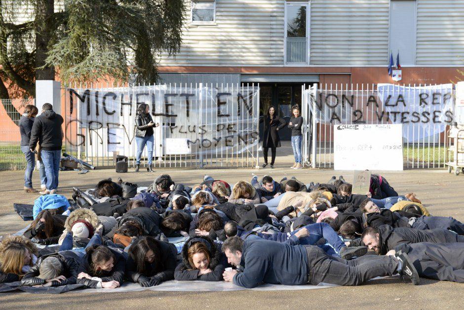 """Collège """"mort"""". Grève des profs du collège Jules-Michelet pour une meilleure dotation REP+ (réseau d'éducation prioritaire)"""