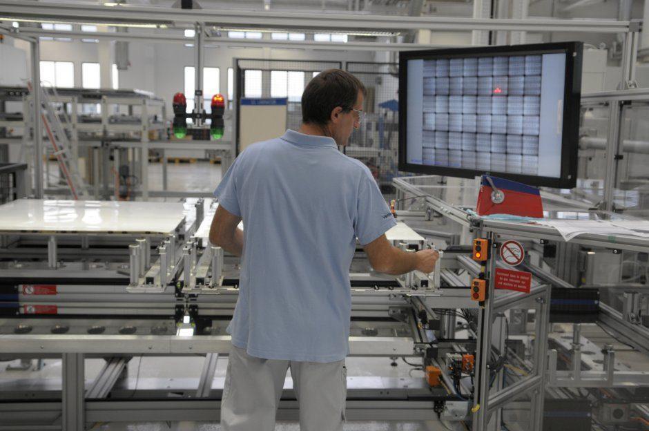 expressions-bosch-sillia-prendra-main-16-juin-bosch-fabrication-panneaux-solaires-05-940x624