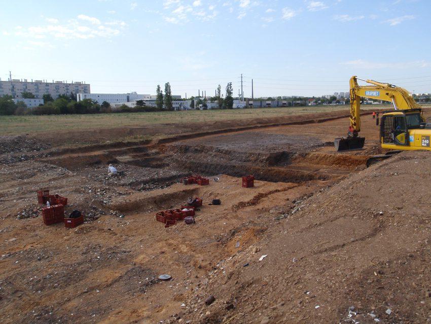 Vue générale des fouilles au Puisoz, en septembre 2015 / Crédit