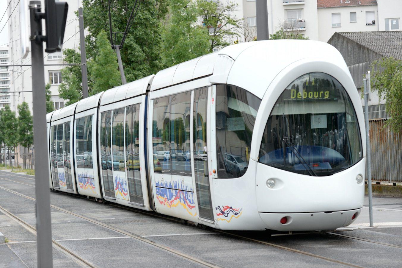 Tram Debourg