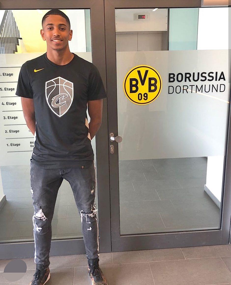 Kamal Bafounta Footballeur Venissian De 16 Ans Signe Au Borussia